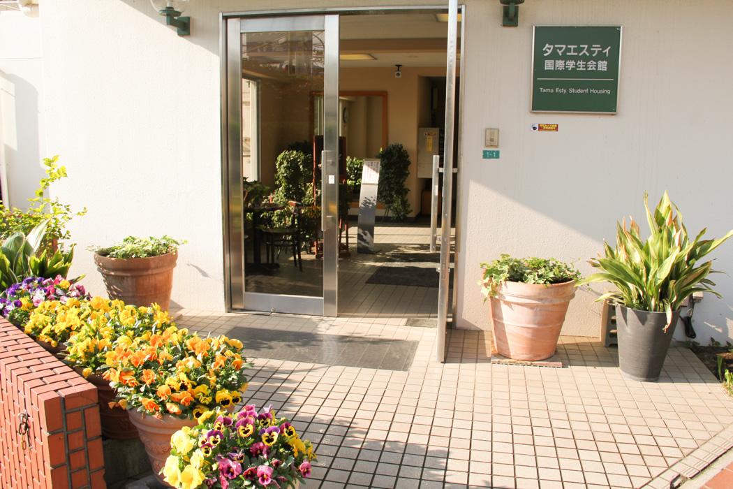 癒される玄関前のスペース